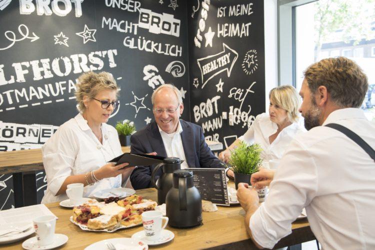 Oberbürgermeister besucht Bäckerei Wulfhorst
